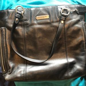 Handbags - Coach tote shoulder bag